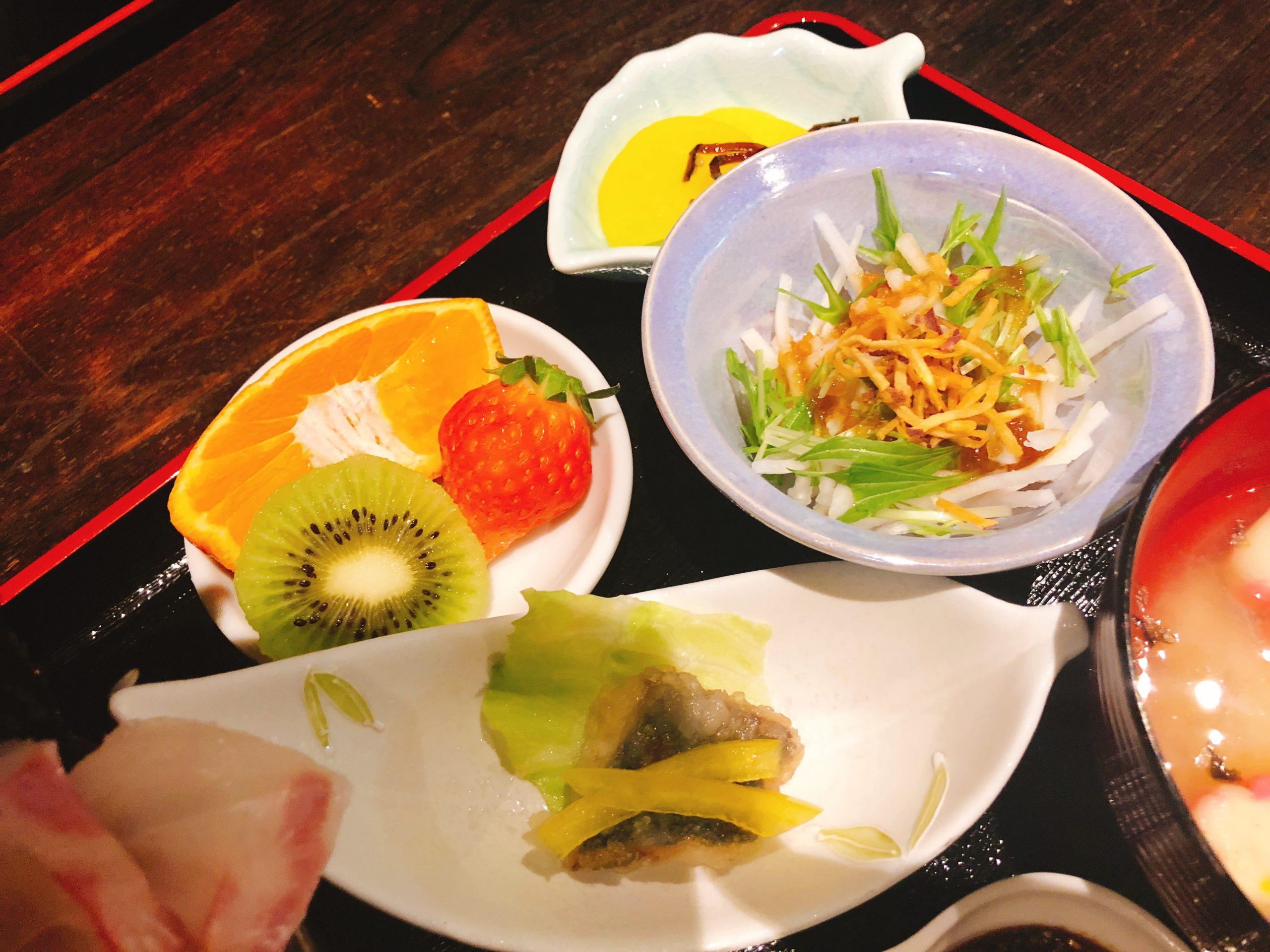 果物、サラダ、南蛮漬け